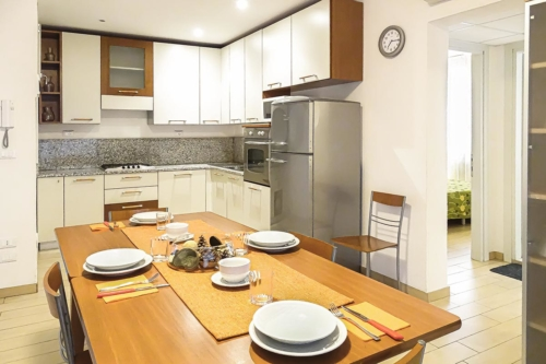 vista cucina e sala da pranzo